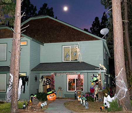 Some local residents went all-out on the spooky for Halloween. photo by Jerry Baldock